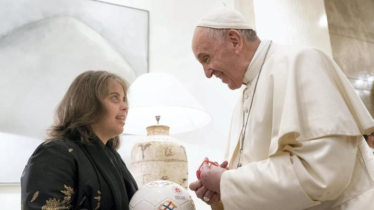 ex-SES Student Meets Pope